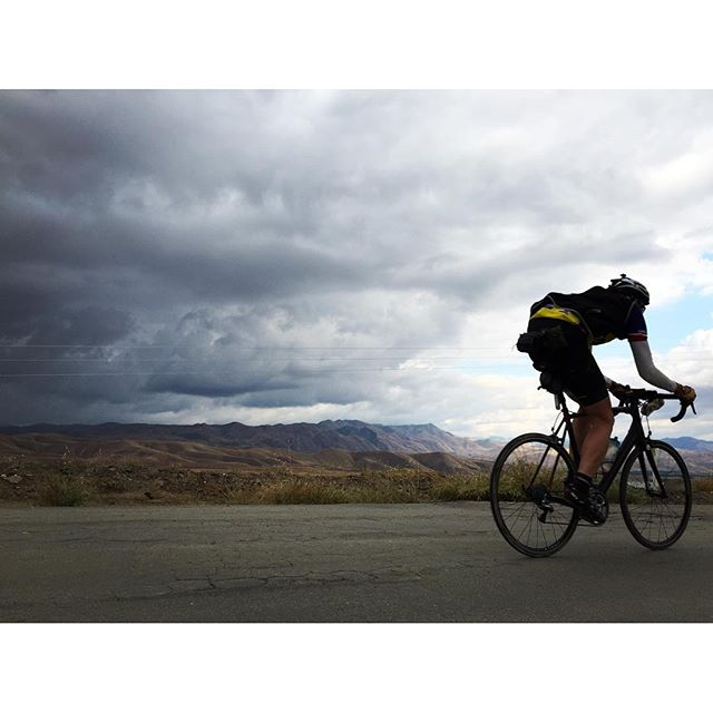 Tom Morgan heads down hill on his 'Everest' attempt on Round Mountain. #bikelife #everesting #SoCal