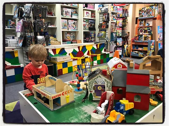 At Square Books Kids in Oxford. Hard day at the office and dad time. #dadlife #meekjournalism #meekjourno